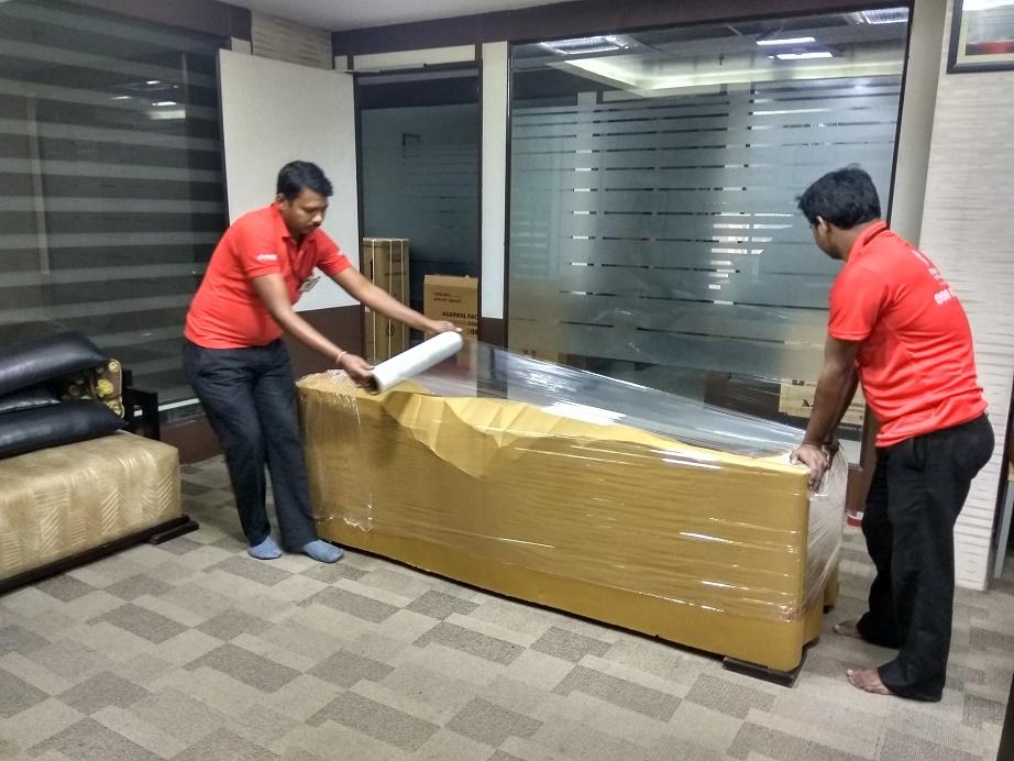 """تقدم """"نقل الأثاث دبي"""" الكثير من الخدمات عندما يتعلق الأمر بنقل أثاثك. إذا كان لديك مكاتب وتريد نقلها ، فيمكن أن يساعدك نقل الأثاث الاحترافي في دبي في هذا الشأن. لا داعي للقلق بشأن الطريقة التي ستقوم بها بحزم كل الأشياء داخل المكتب لأن نقل أثاث المكاتب في دبي سوف يقوم بالعمل نيابة عنك. إذا كنت تخطط للقيام بنقل منزل في دبي ، فإن نقل الأثاث يمكن أن يساعدك في هذا الأمر. لديهم أيضًا خدمة نقل أثاث الفيلا في دبي والتي يمكن أن تساعدك عندما تريد نقل الأشياء الخاصة بك من الفيلا. لا ينبغي عليك اختيار نقل الأثاث في دبي فحسب ، بل يجب عليك اختيار أفضل محركات النقل في دبي وأفضل شركة نقل في دبي حتى تشعر بالراحة عند نقل أثاثك."""
